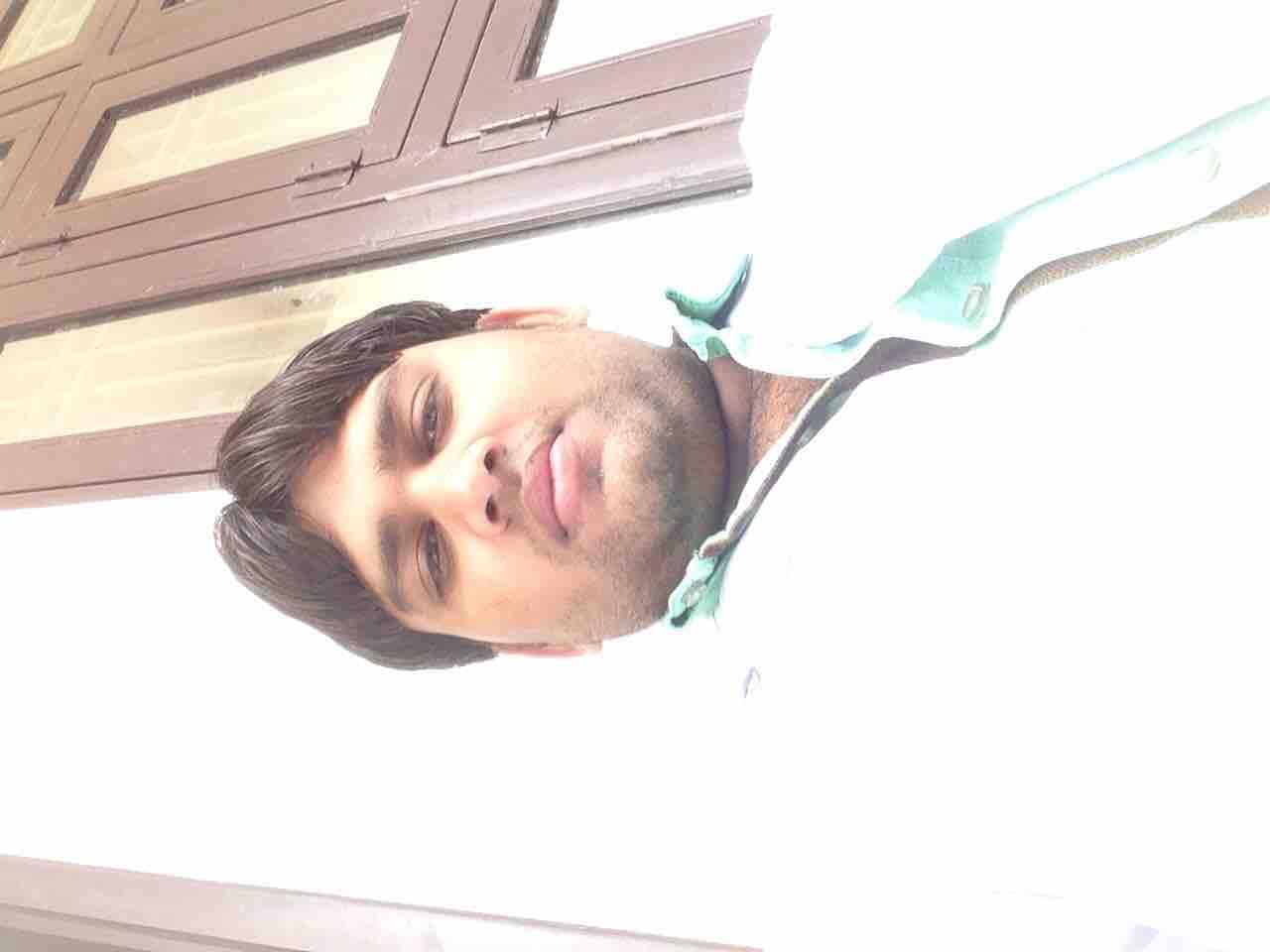Hansraj Yadav's profile on Curofy
