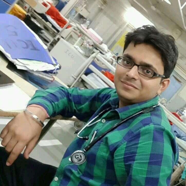 Dr. Akshit Gupta's profile on Curofy