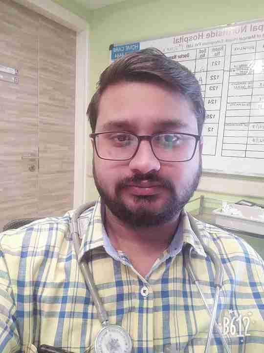 Dr. Prakhar Saxena's profile on Curofy