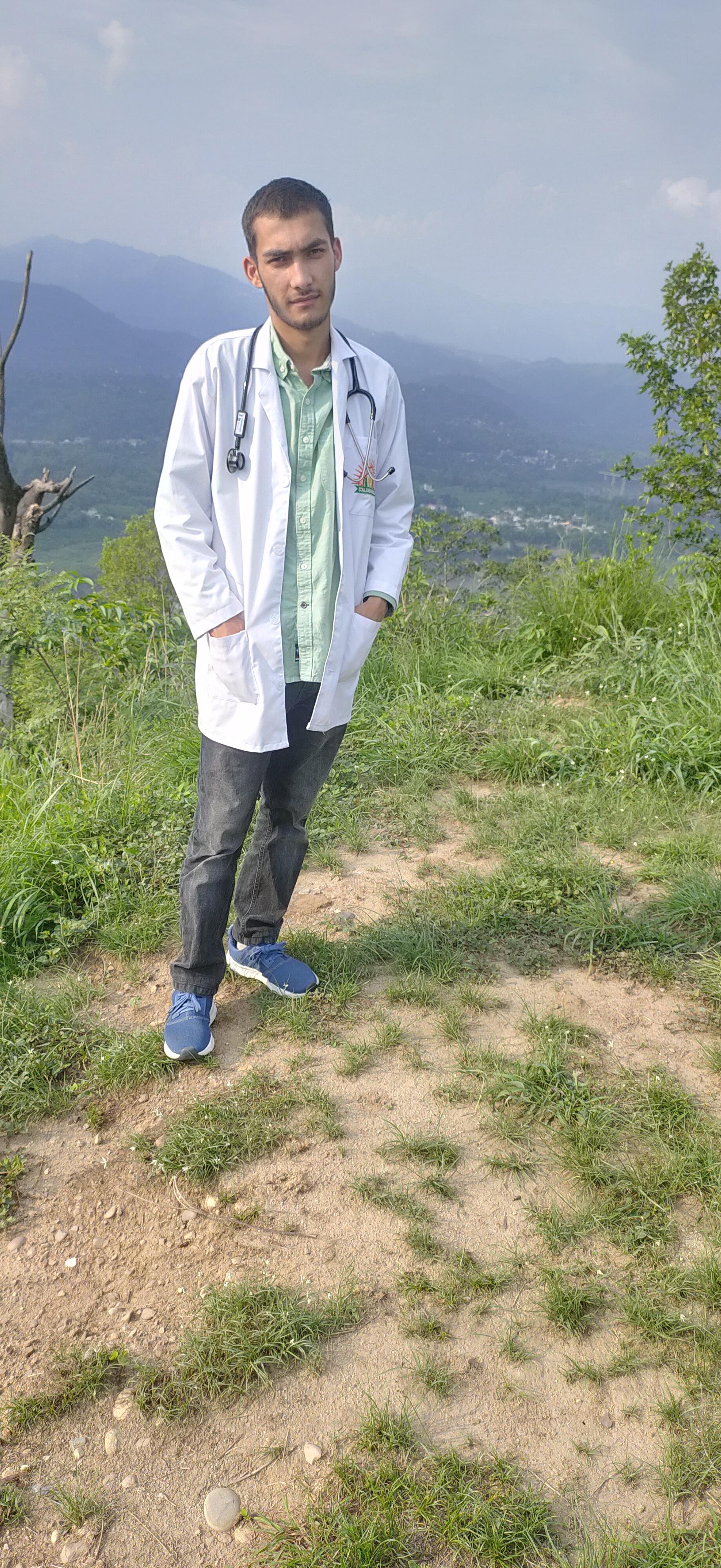 Dr. Akshat Thakur