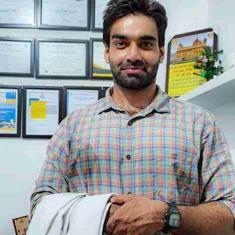 Dr. Hitesh Kumar Verma (Pt)'s profile on Curofy